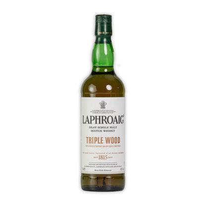Laphroaig Triple Wood whisky zraje v sudech po bourbonu, poté v sudech z dubu amerického a nakonec z dubu evropského po Oloroso Sherry.