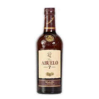 Abuelo Añejo 7 años zraje po dobu až 7 let v sudech z bílého dubového dřeva, ve kterých ještě před ním zrály whiskey a bourbon.